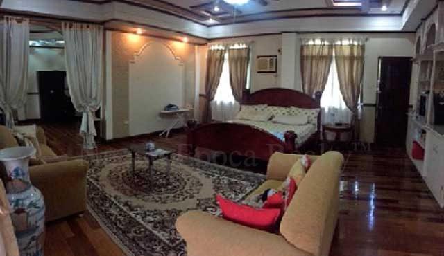 Master bedroom (2nd floor)