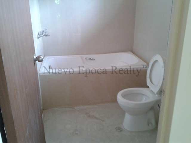 toilet and bath tub