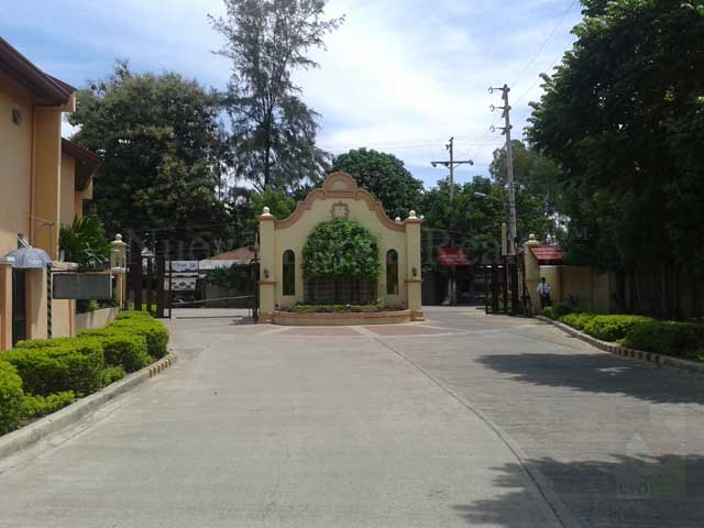 The subdivision gate viewed from the inside
